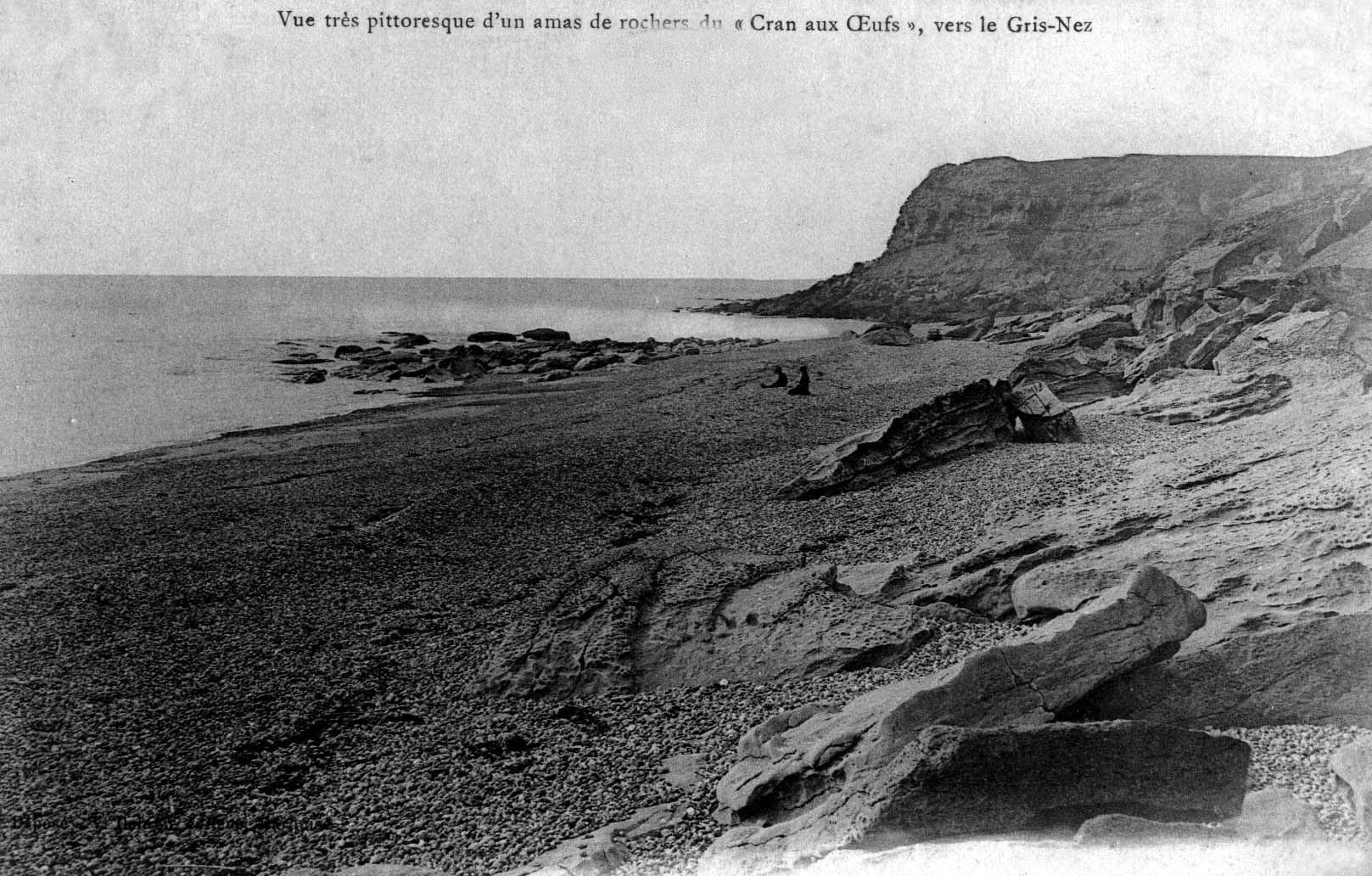 Vue pittoresque d'un amas de rochers au cran aux Oeufs vers le Cap Gris Nez