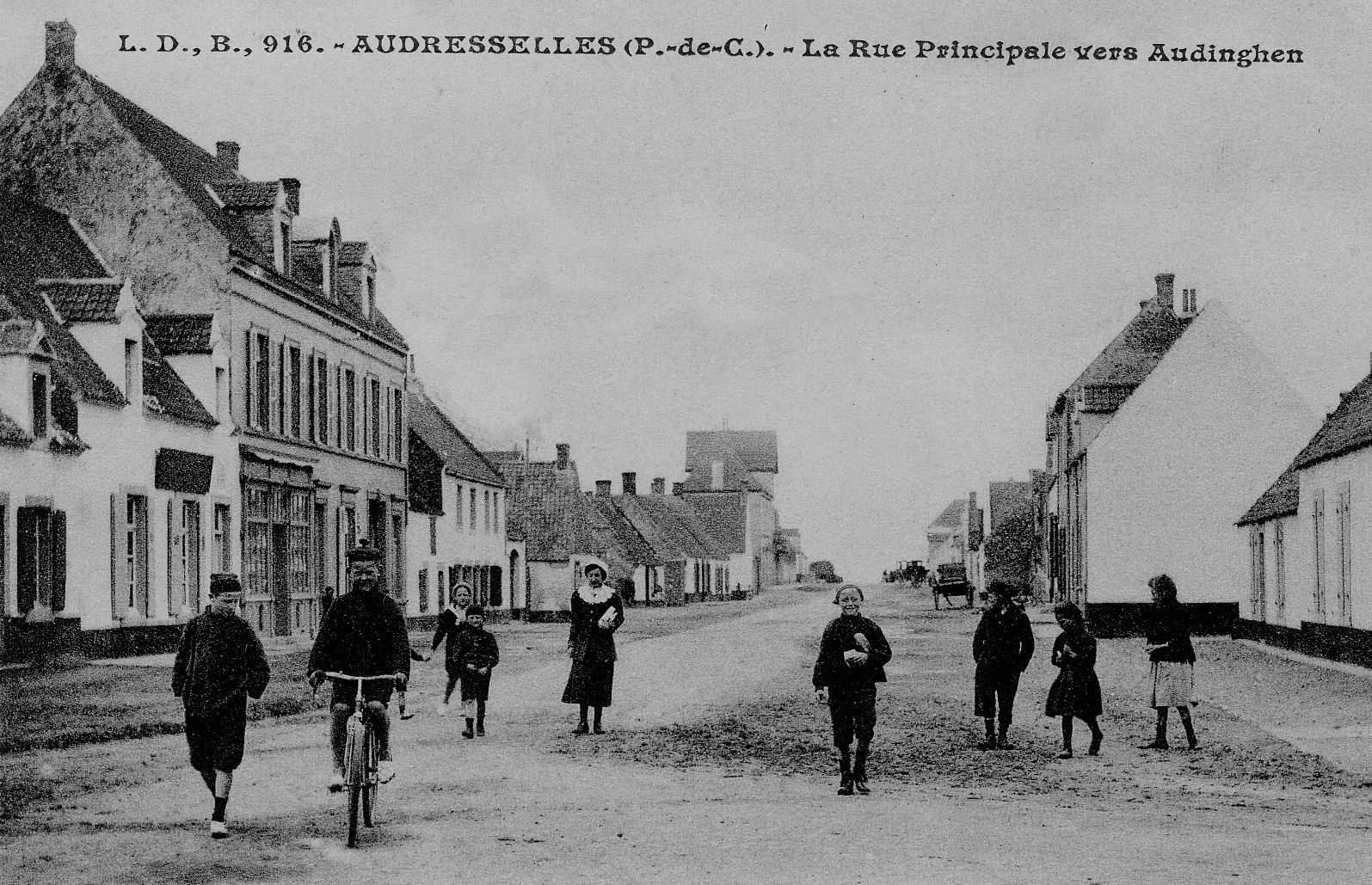 Audresselles - la rue principale vers Audinghen