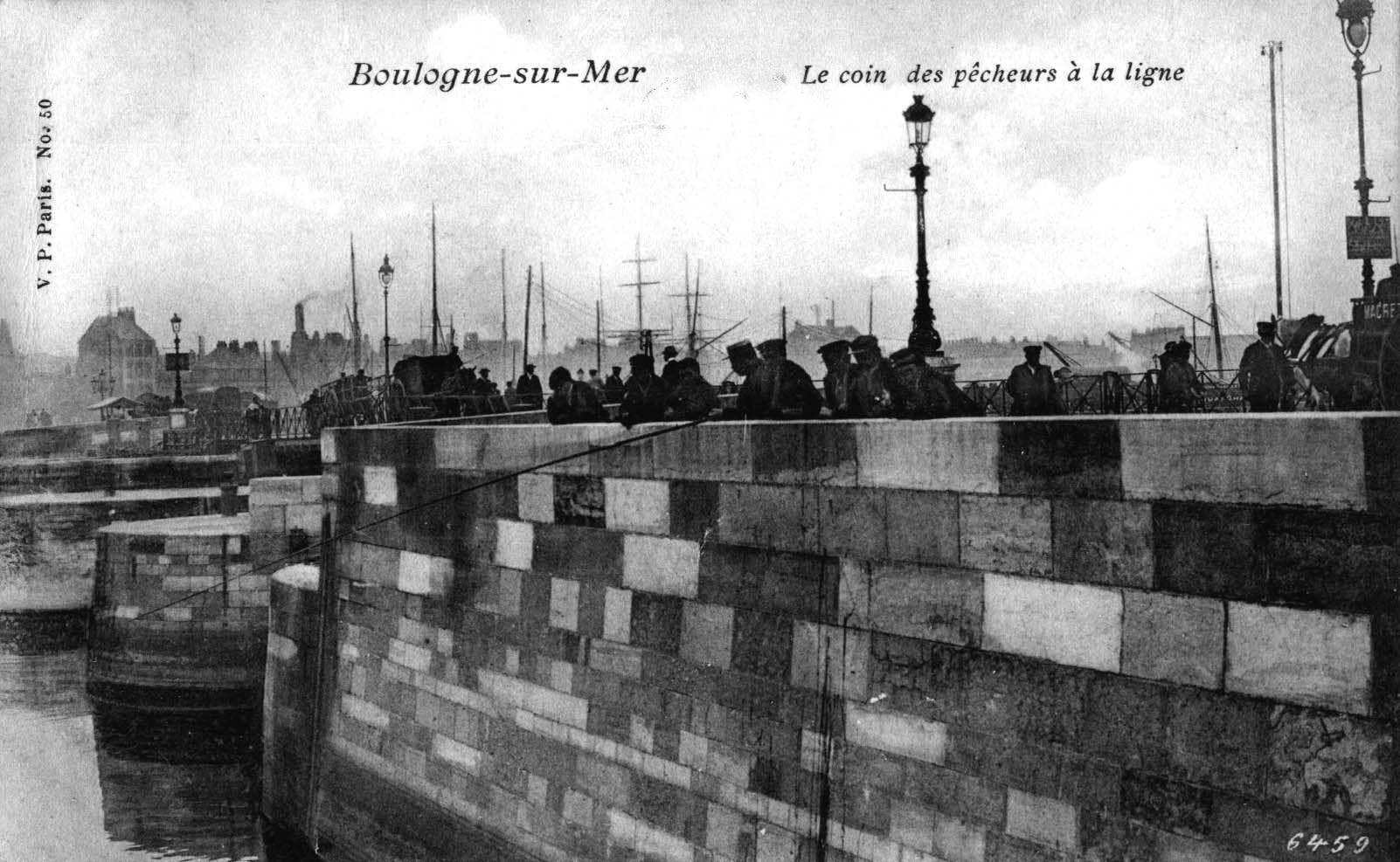 Boulogne sur mer - le coin des pêcheurs à la ligne sur le pont Marguet