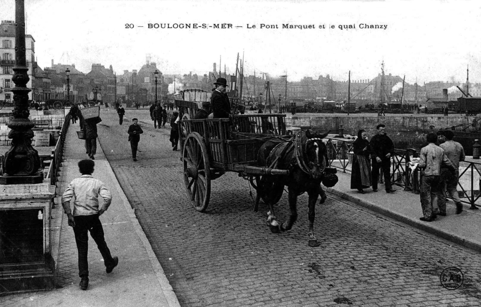 Boulogne sur mer vue du pont Marguet et du quai Chanzy