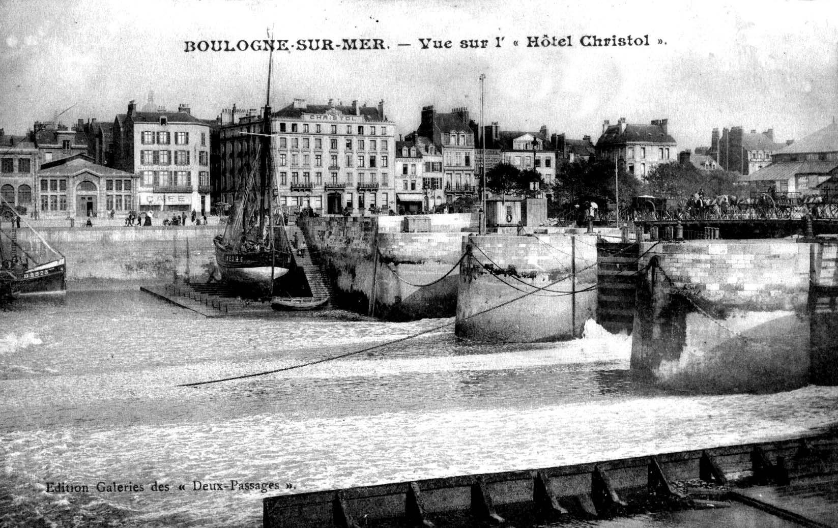 Boulogne sur mer vue sur le pont Marguet et l'hôtel Christol