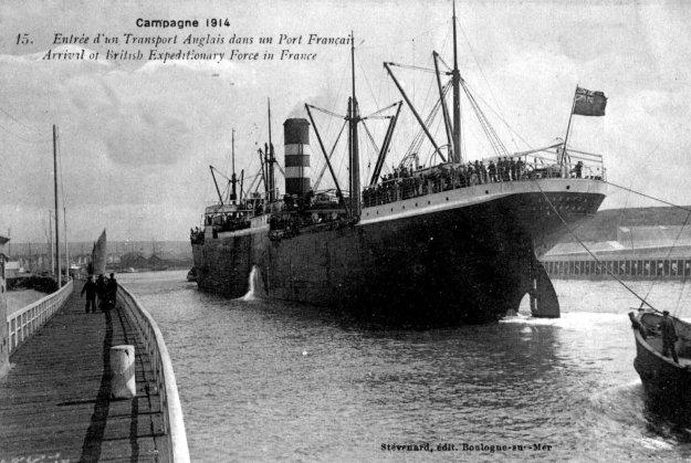 Guerre 14 Entrée d'un transport de troupes anglais dans le port de Boulogne