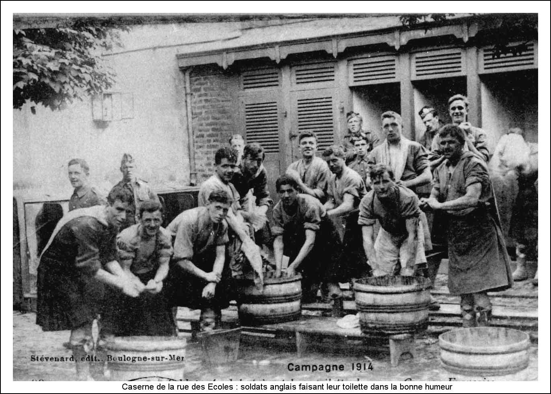 Guerre 14 soldats anglais à la caserne de la rue des Ecoles à Boulogne sur mer