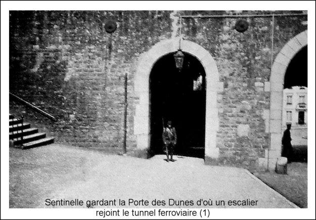 Guerre 14 Sentinelle gardant la porte des Dunes et son escalier rejoignant le tunnel ferroviaire
