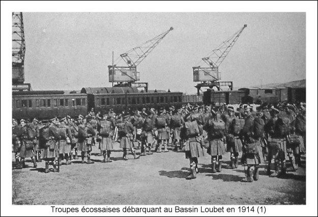Guerre 14 Troupes écossaises débarquant au bassin Loubet sur le port de Boulogne