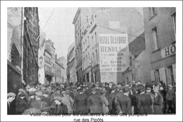 1914 Visite médicale pour les auxiliaires , rue des Pipots à la caserne des pompiers