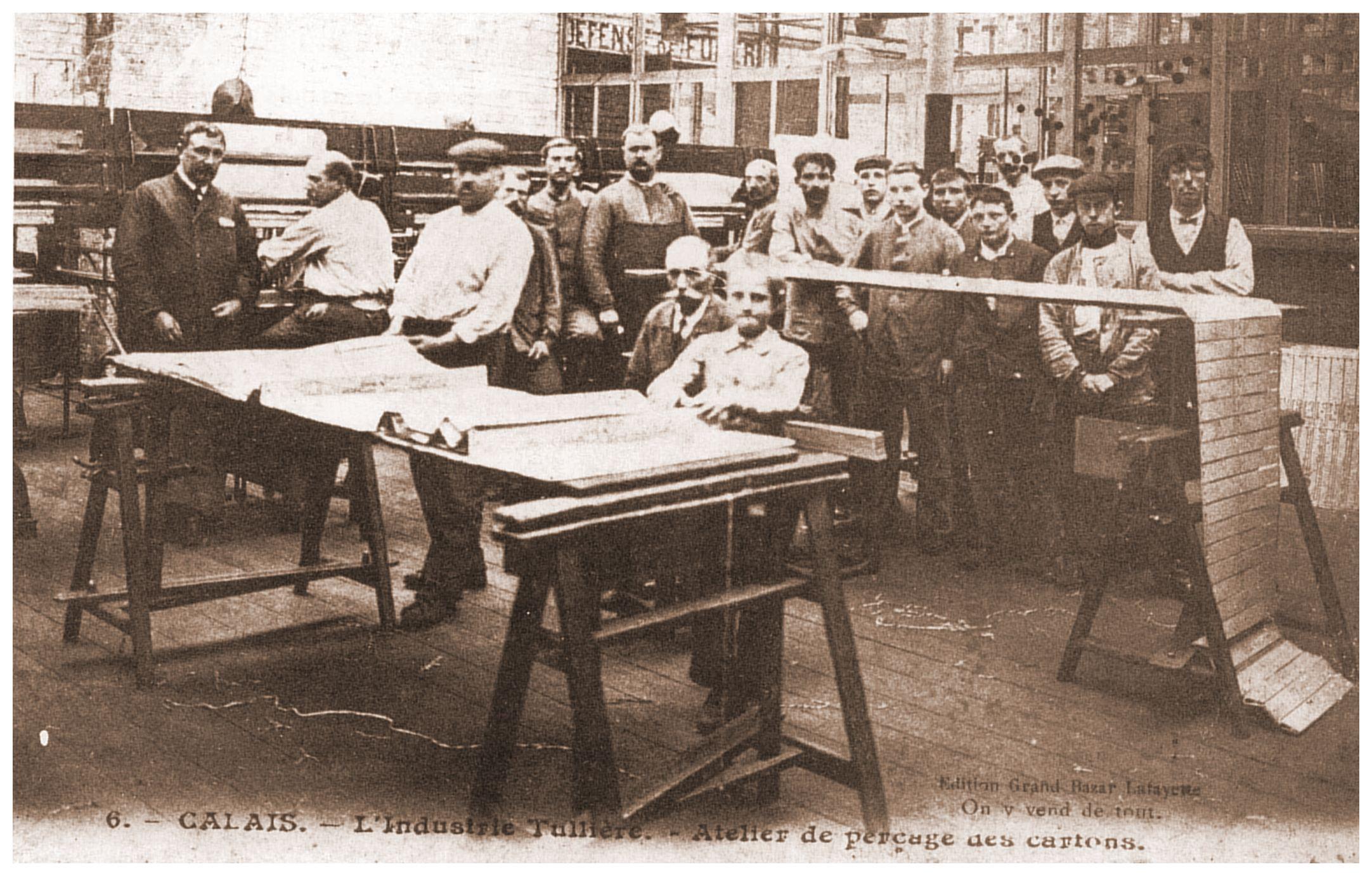 Calais - atelier de perçage des cartons dans l'industrie dentellière