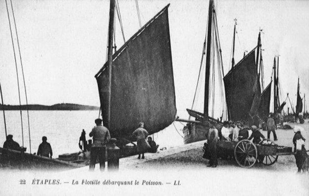 Etaples - flottille débarquant le poisson