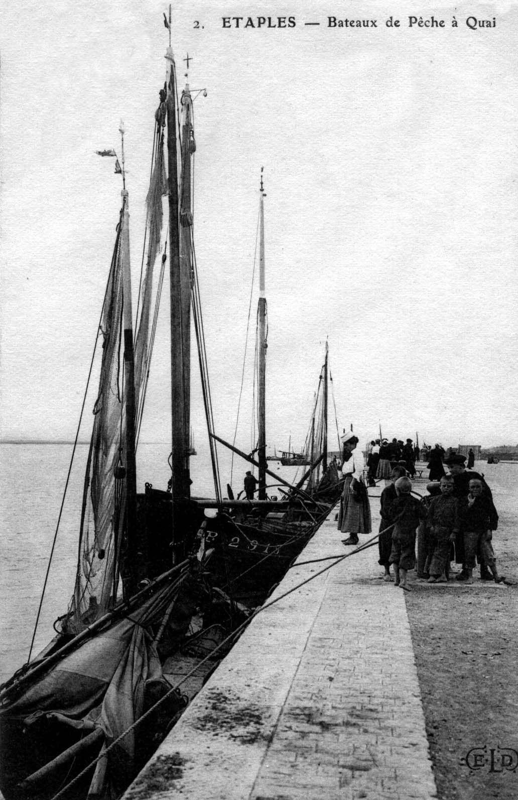 Etaples - bateaux de pêche à quai