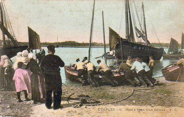 Etaples - mise à l'eau d'un bateau de pêche