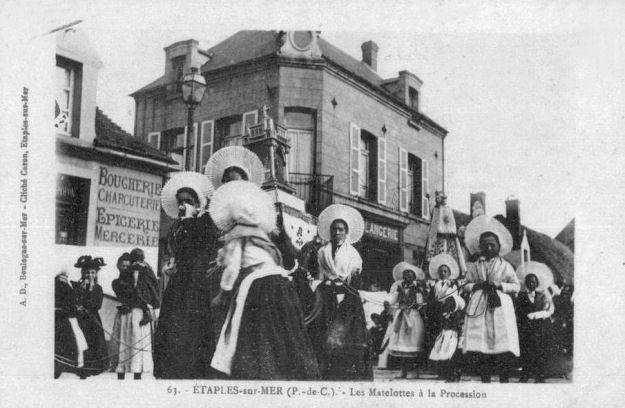 Etaples - les matelotes à la procession